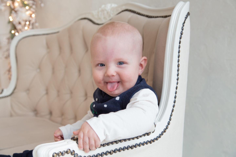 Lapse üheksas kuu ehk Poiku õppis istuma