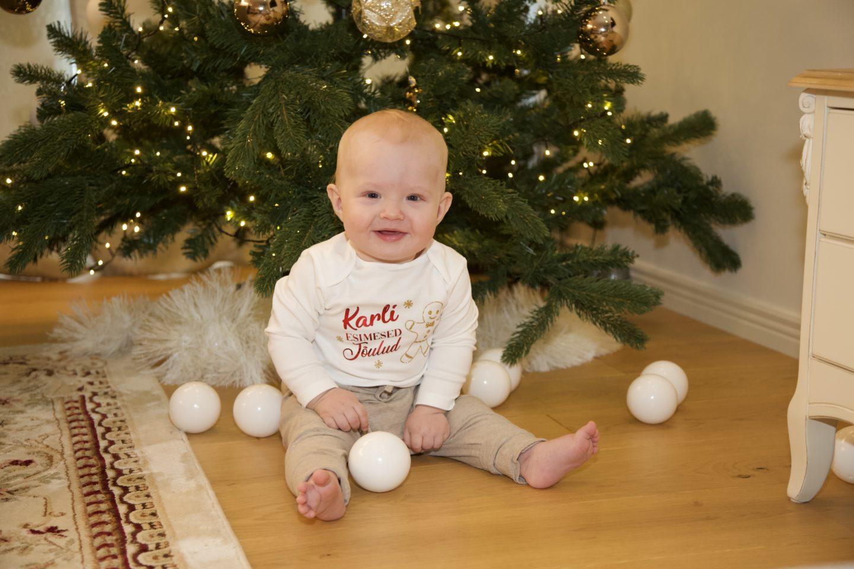 Lapse kümnes kuu ehk Poiku õppis püsti tõusma